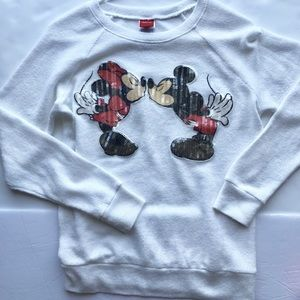 Disney Mickey and Minnie kissing sweater size M